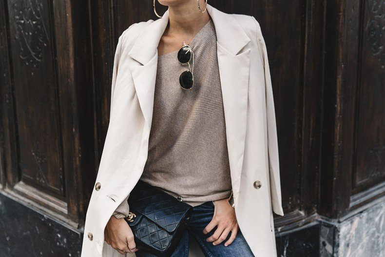 Long_Blazer-Off_The_Shoulders_Knit-Jeans-Chanel_Escarpins_Shoes-Chanel_Bag-Hoop_Earring-Outfit-Street_Style-Topknot-59