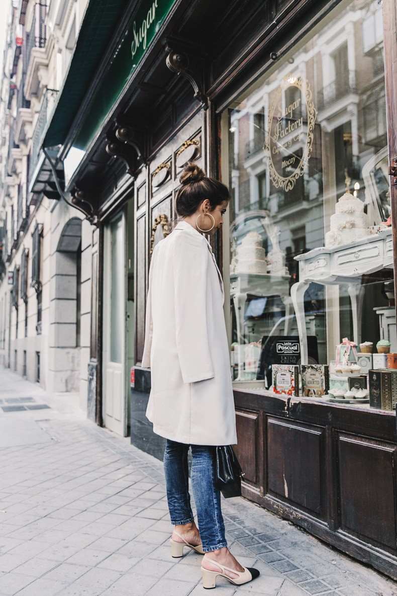 Long_Blazer-Off_The_Shoulders_Knit-Jeans-Chanel_Escarpins_Shoes-Chanel_Bag-Hoop_Earring-Outfit-Street_Style-Topknot-8