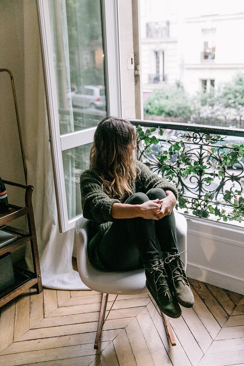 Maje_x_Minnetonka-Suede_Boots-Khaki_Outfit-Vintage_Scarf-Tita_Madrid_Bag-Yellow_Bag-Outfit-Paris-Street_style-Collage_Vintage-