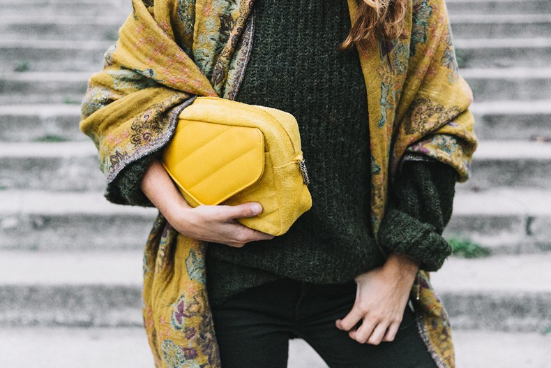 Maje_x_Minnetonka-Suede_Boots-Khaki_Outfit-Vintage_Scarf-Tita_Madrid_Bag-Yellow_Bag-Outfit-Paris-Street_style-Collage_Vintage-63