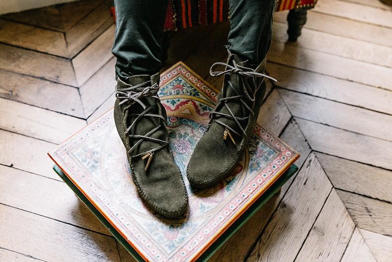 Maje_x_Minnetonka-Suede_Boots-Khaki_Outfit-Vintage_Scarf-Tita_Madrid_Bag-Yellow_Bag-Outfit-Paris-Street_style-Collage_Vintage-66