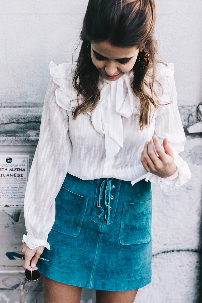 Mini_Suede_Skirt-Lace_Up_Skirt-Turquoise-Bow_Blouse-Mary_Jane_Shoes-Topshop-Outfit-Street_Style-10