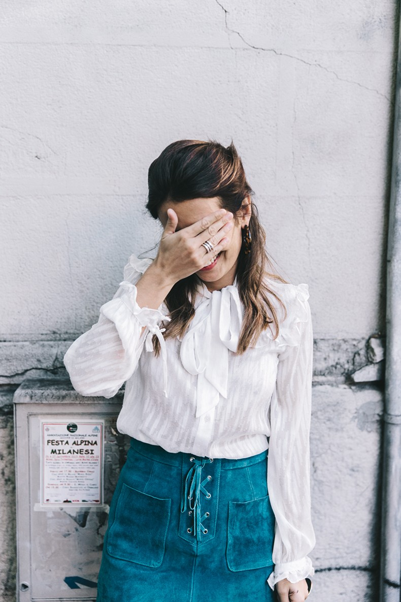 Mini_Suede_Skirt-Lace_Up_Skirt-Turquoise-Bow_Blouse-Mary_Jane_Shoes-Topshop-Outfit-Street_Style-21
