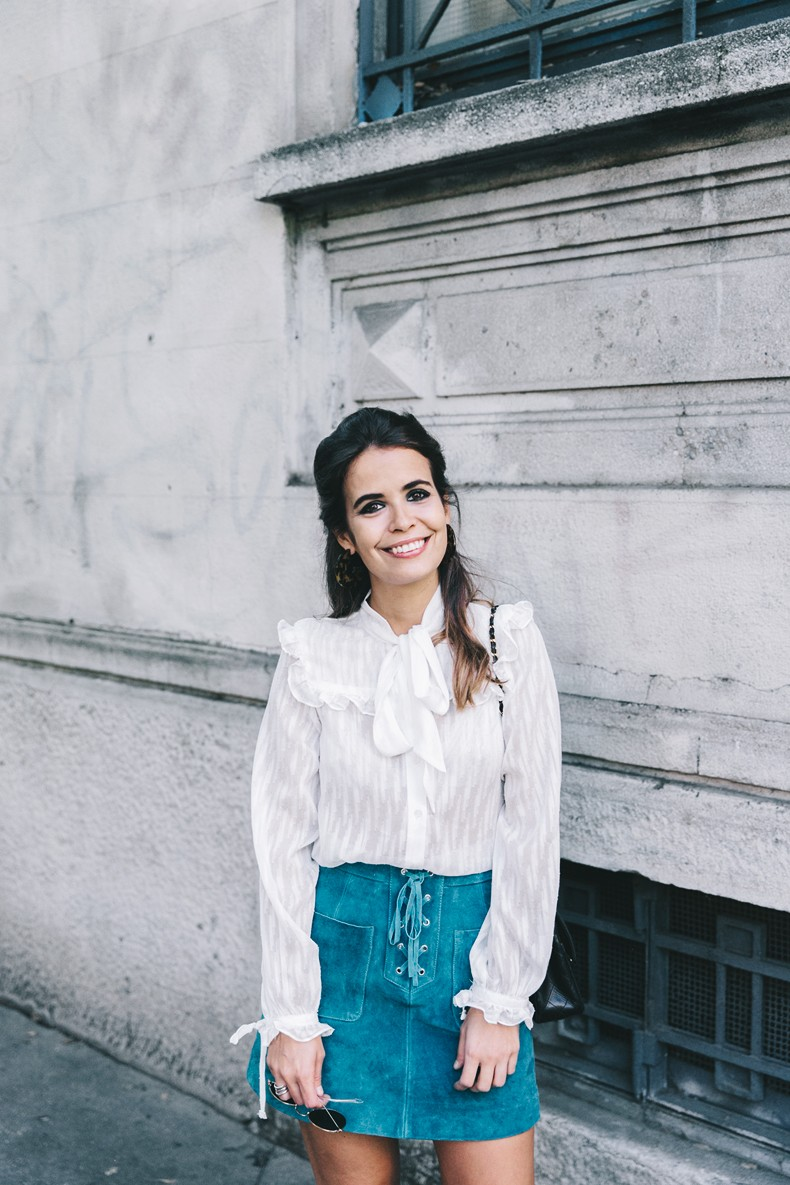 Mini_Suede_Skirt-Lace_Up_Skirt-Turquoise-Bow_Blouse-Mary_Jane_Shoes-Topshop-Outfit-Street_Style-24