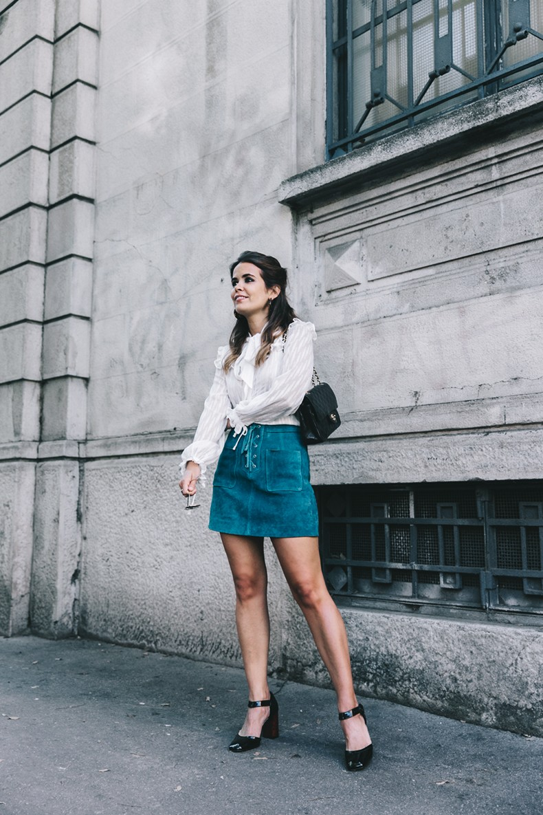 Mini_Suede_Skirt-Lace_Up_Skirt-Turquoise-Bow_Blouse-Mary_Jane_Shoes-Topshop-Outfit-Street_Style-6