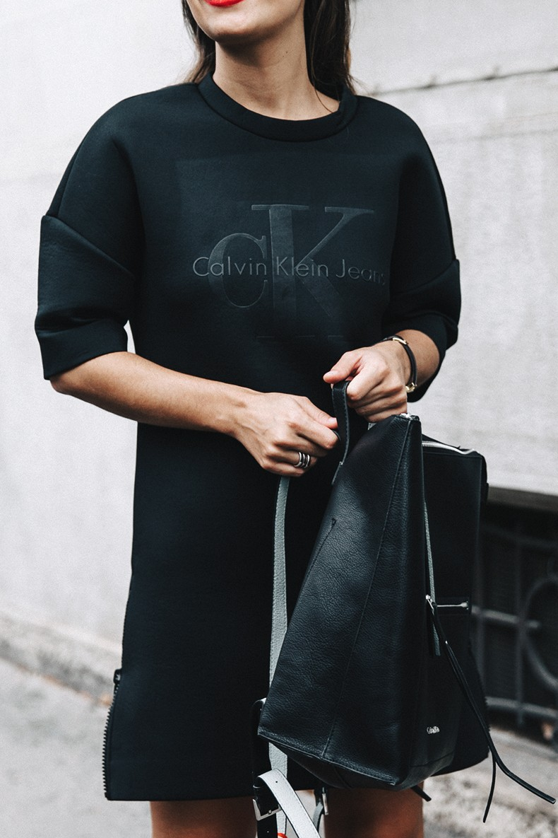 Neoprene_Dress-Calvin_Klein-Black-Backpack-Mary_Janes_Shoes-Topshop-Bandana-RayBan_Rounded_Sunnies-Outfit-Street_Style-MFW-Milan_Fashion_Week-12
