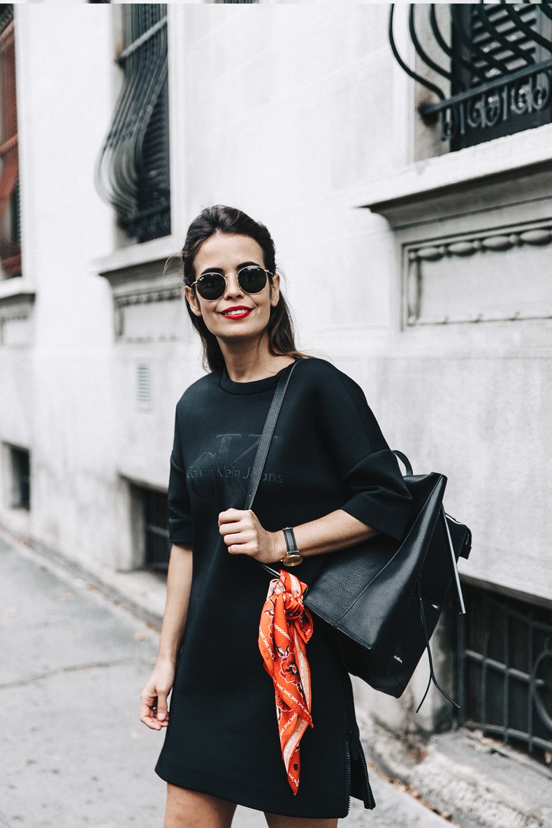 Neoprene_Dress-Calvin_Klein-Black-Backpack-Mary_Janes_Shoes-Topshop-Bandana-RayBan_Rounded_Sunnies-Outfit-Street_Style-MFW-Milan_Fashion_Week-14