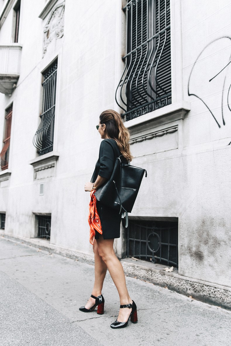 Neoprene_Dress-Calvin_Klein-Black-Backpack-Mary_Janes_Shoes-Topshop-Bandana-RayBan_Rounded_Sunnies-Outfit-Street_Style-MFW-Milan_Fashion_Week-29