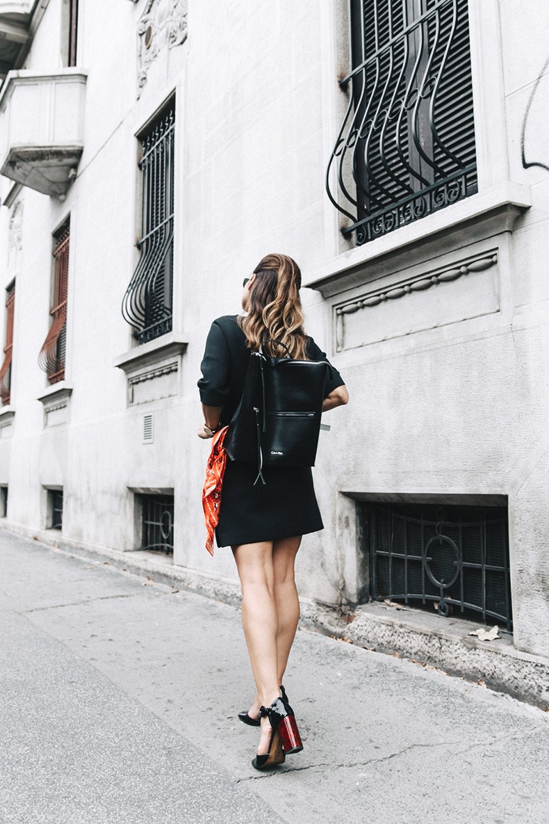 Neoprene_Dress-Calvin_Klein-Black-Backpack-Mary_Janes_Shoes-Topshop-Bandana-RayBan_Rounded_Sunnies-Outfit-Street_Style-MFW-Milan_Fashion_Week-30