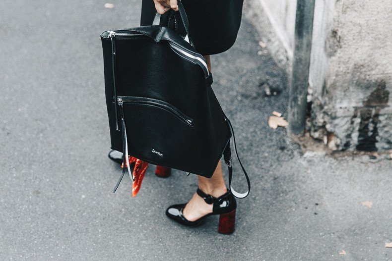 Neoprene_Dress-Calvin_Klein-Black-Backpack-Mary_Janes_Shoes-Topshop-Bandana-RayBan_Rounded_Sunnies-Outfit-Street_Style-MFW-Milan_Fashion_Week-38