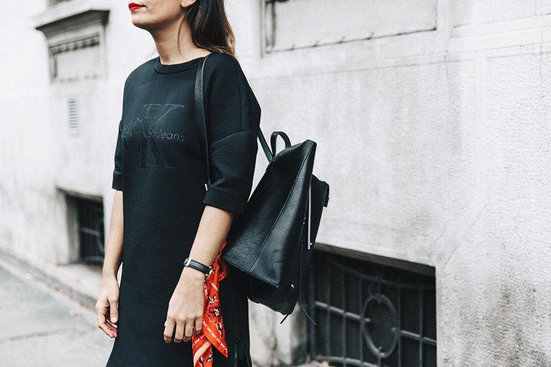 Neoprene_Dress-Calvin_Klein-Black-Backpack-Mary_Janes_Shoes-Topshop-Bandana-RayBan_Rounded_Sunnies-Outfit-Street_Style-MFW-Milan_Fashion_Week-41
