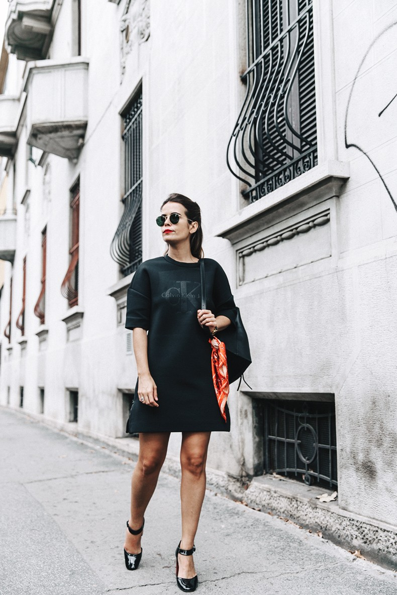 Neoprene_Dress-Calvin_Klein-Black-Backpack-Mary_Janes_Shoes-Topshop-Bandana-RayBan_Rounded_Sunnies-Outfit-Street_Style-MFW-Milan_Fashion_Week-9