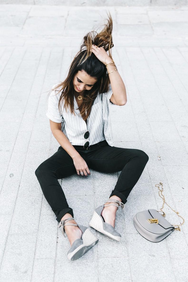 Serie_700_Levis-Ladies_In_Levis-Khaki_Jeans-Striped_Shirt-Espadrilles-Chloe_Bag-18