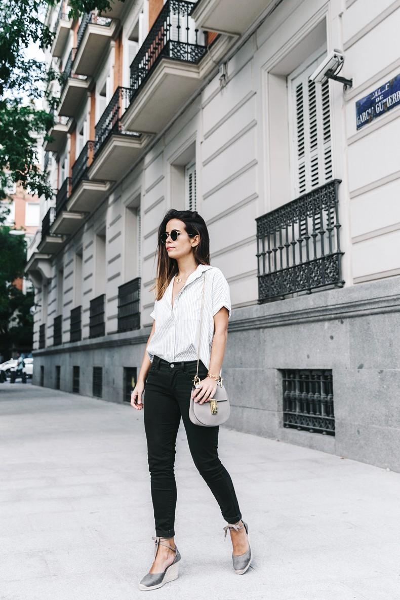 Serie_700_Levis-Ladies_In_Levis-Khaki_Jeans-Striped_Shirt-Espadrilles-Chloe_Bag-23