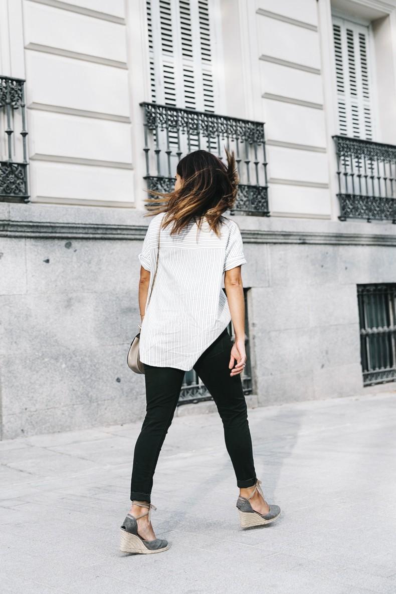 Serie_700_Levis-Ladies_In_Levis-Khaki_Jeans-Striped_Shirt-Espadrilles-Chloe_Bag-28