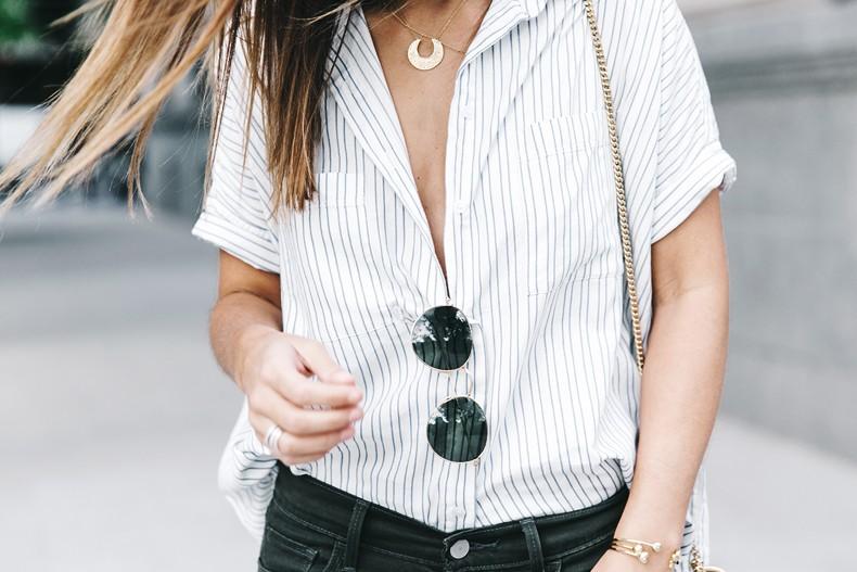 Serie_700_Levis-Ladies_In_Levis-Khaki_Jeans-Striped_Shirt-Espadrilles-Chloe_Bag-36