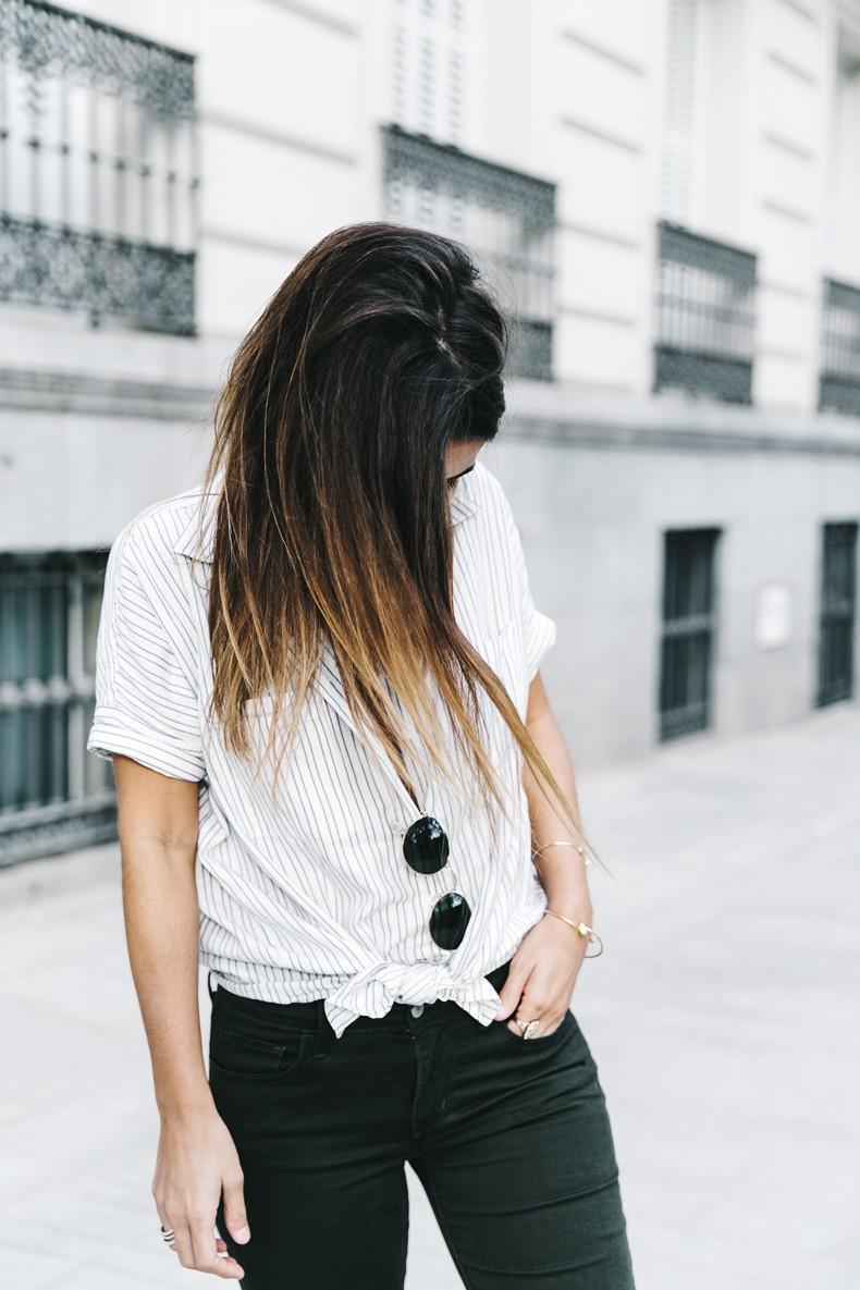 Serie_700_Levis-Ladies_In_Levis-Khaki_Jeans-Striped_Shirt-Espadrilles-Chloe_Bag-5
