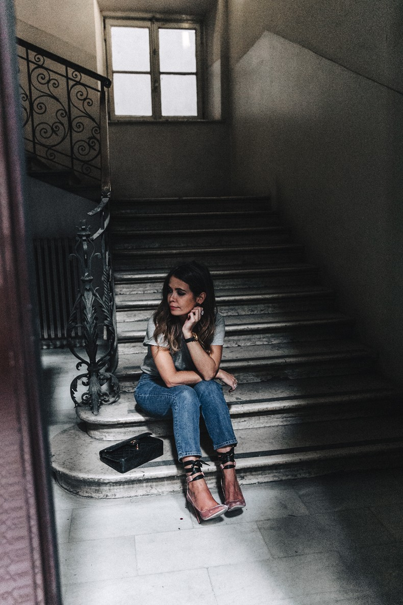 Topshop_Jeans-Jimmy_Choo_Shoes-Lace_Up-Ballerina_Heels-Grey_Top-Chanel_Vintage-Outfit-MFW-Milan-16