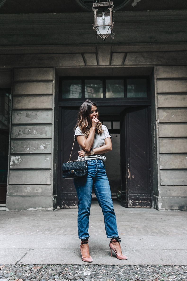 Topshop_Jeans-Jimmy_Choo_Shoes-Lace_Up-Ballerina_Heels-Grey_Top-Chanel_Vintage-Outfit-MFW-Milan-3