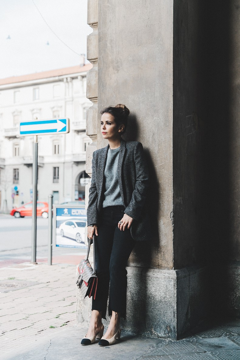 Cuneo_Italia-GRey_Blazer-Levis_Serie_700-Chanel_Shoes-Gucci_Dionysus-Black_Jeans-Outfit-Topknot-Street_Style-Collage_Vintage-