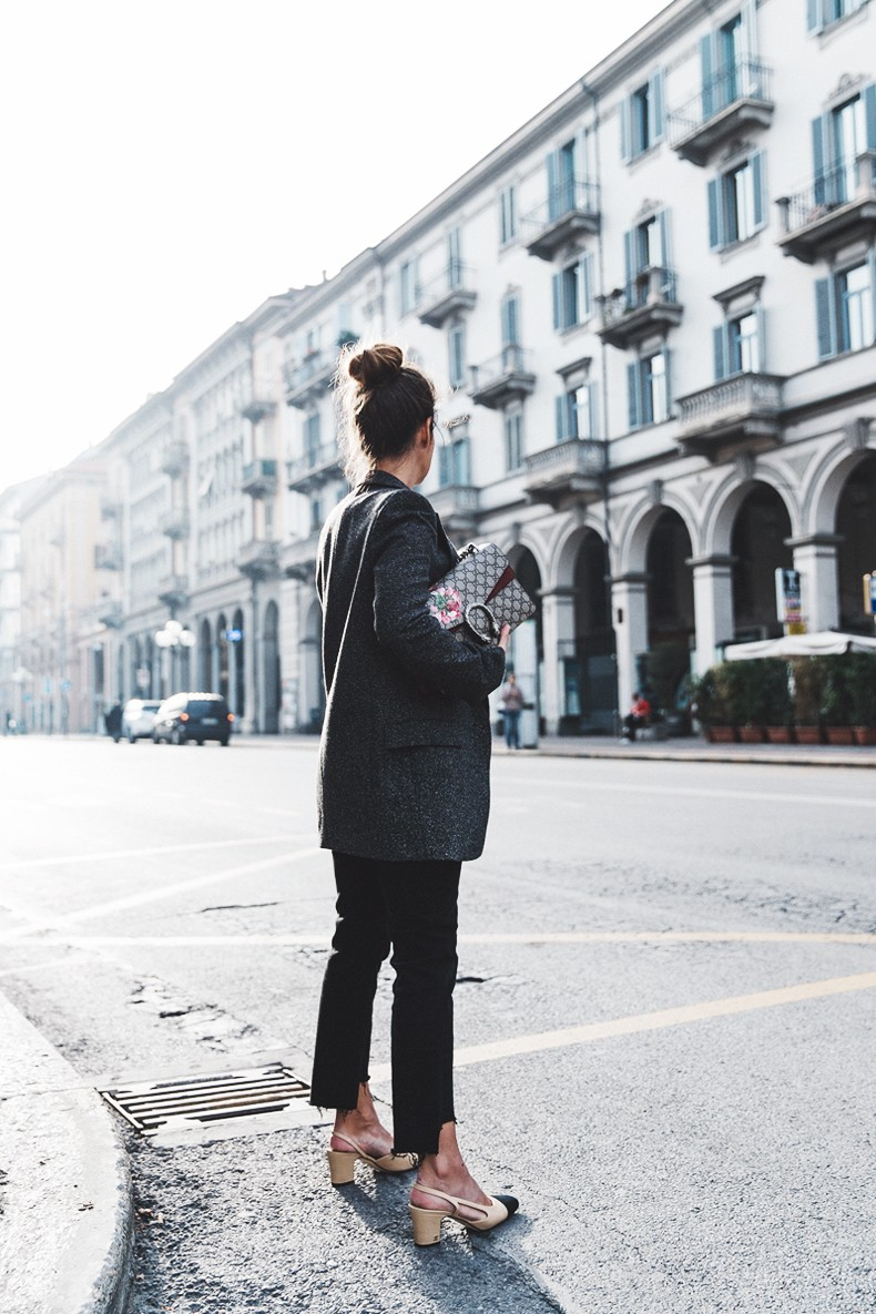 Cuneo_Italia-GRey_Blazer-Levis_Serie_700-Chanel_Shoes-Gucci_Dionysus-Black_Jeans-Outfit-Topknot-Street_Style-Collage_Vintage-17