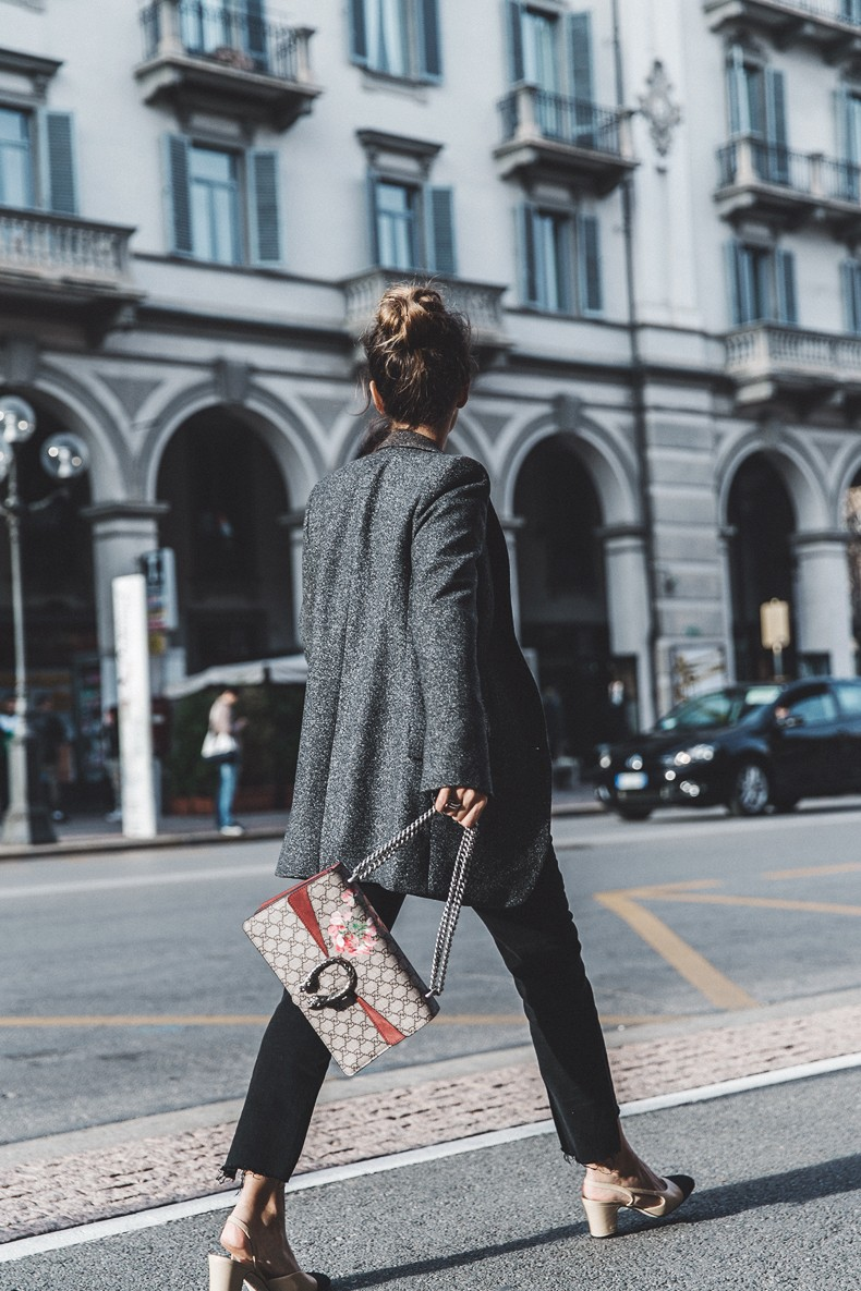 Cuneo_Italia-GRey_Blazer-Levis_Serie_700-Chanel_Shoes-Gucci_Dionysus-Black_Jeans-Outfit-Topknot-Street_Style-Collage_Vintage-32