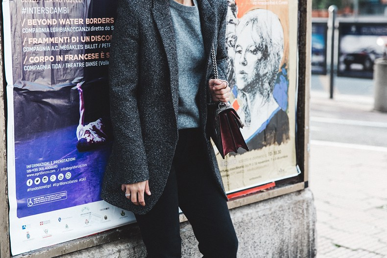 Cuneo_Italia-GRey_Blazer-Levis_Serie_700-Chanel_Shoes-Gucci_Dionysus-Black_Jeans-Outfit-Topknot-Street_Style-Collage_Vintage-49