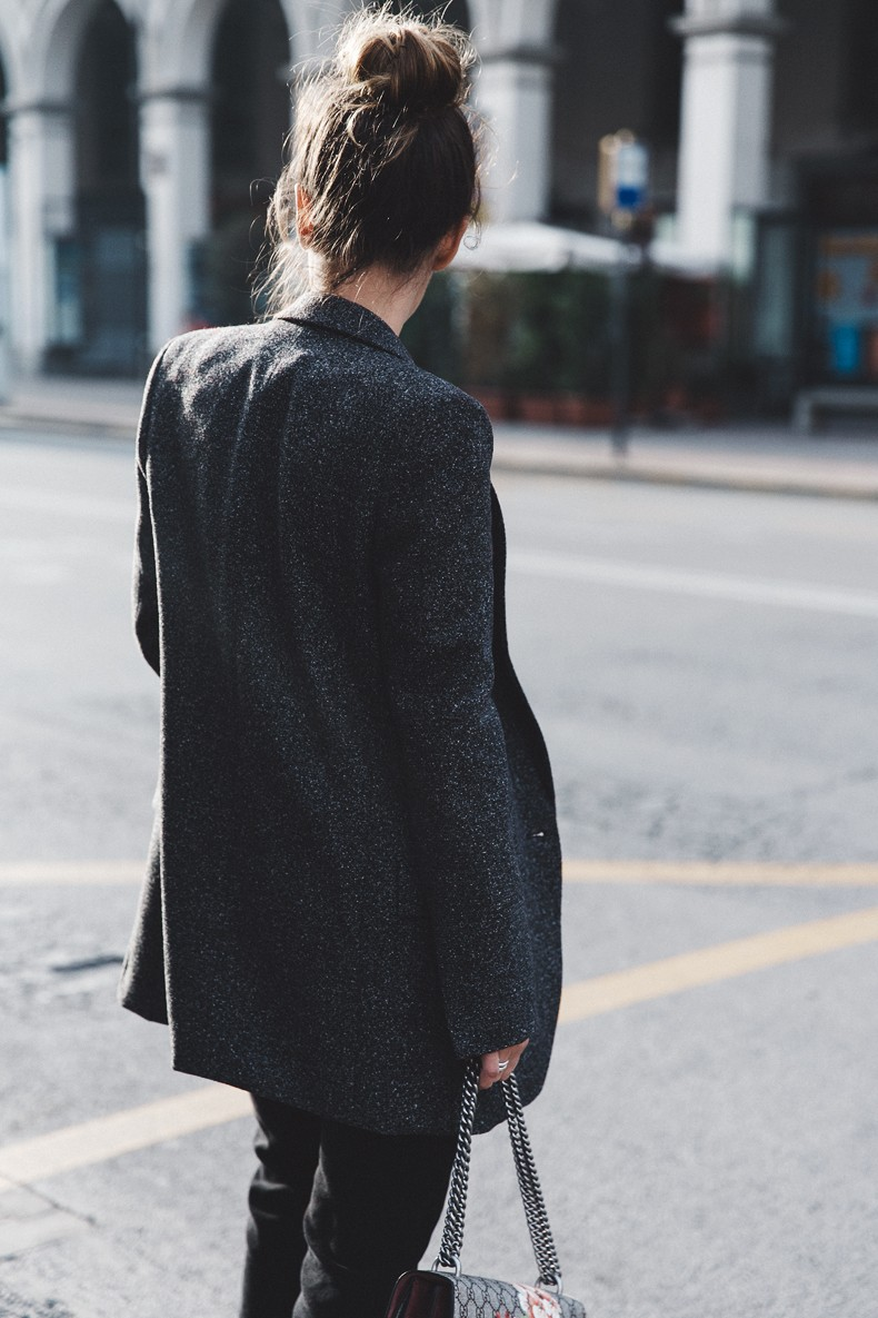 Cuneo_Italia-GRey_Blazer-Levis_Serie_700-Chanel_Shoes-Gucci_Dionysus-Black_Jeans-Outfit-Topknot-Street_Style-Collage_Vintage-6
