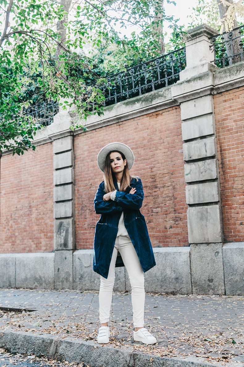 Denim_Coat-White_Outfit-GRey_Hat-Lack_OF_Colors-Sneakers-Outfit-Street_Style-20