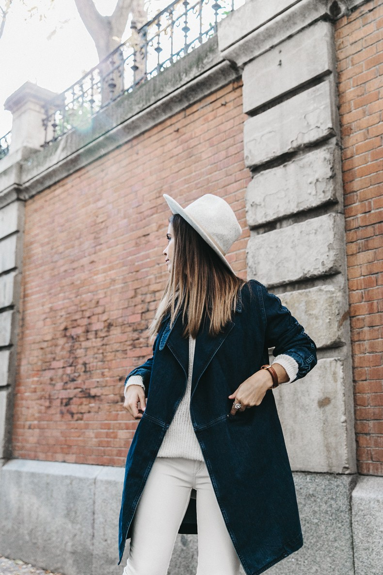 Denim_Coat-White_Outfit-GRey_Hat-Lack_OF_Colors-Sneakers-Outfit-Street_Style-35