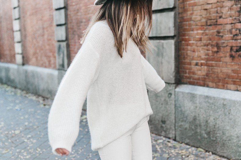 Denim_Coat-White_Outfit-GRey_Hat-Lack_OF_Colors-Sneakers-Outfit-Street_Style-55