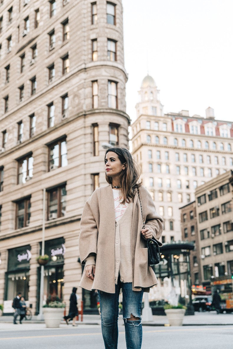 Manhattan-Beige_Cardigan_ASOS-Ripped_Jeans-Billabong_Tee-Superga_Sneakers-Outfit-StreetSTyle-Collage_Vintage-NY-24
