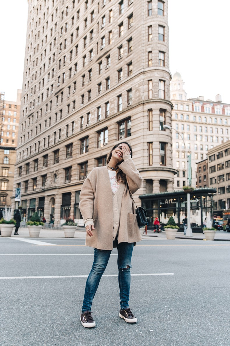 Manhattan-Beige_Cardigan_ASOS-Ripped_Jeans-Billabong_Tee-Superga_Sneakers-Outfit-StreetSTyle-Collage_Vintage-NY-25