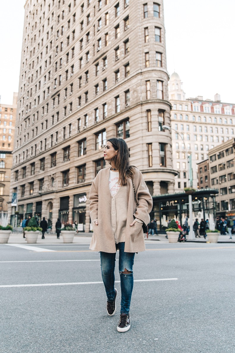 Manhattan-Beige_Cardigan_ASOS-Ripped_Jeans-Billabong_Tee-Superga_Sneakers-Outfit-StreetSTyle-Collage_Vintage-NY-28