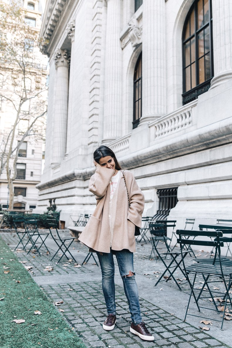 Manhattan-Beige_Cardigan_ASOS-Ripped_Jeans-Billabong_Tee-Superga_Sneakers-Outfit-StreetSTyle-Collage_Vintage-NY-43
