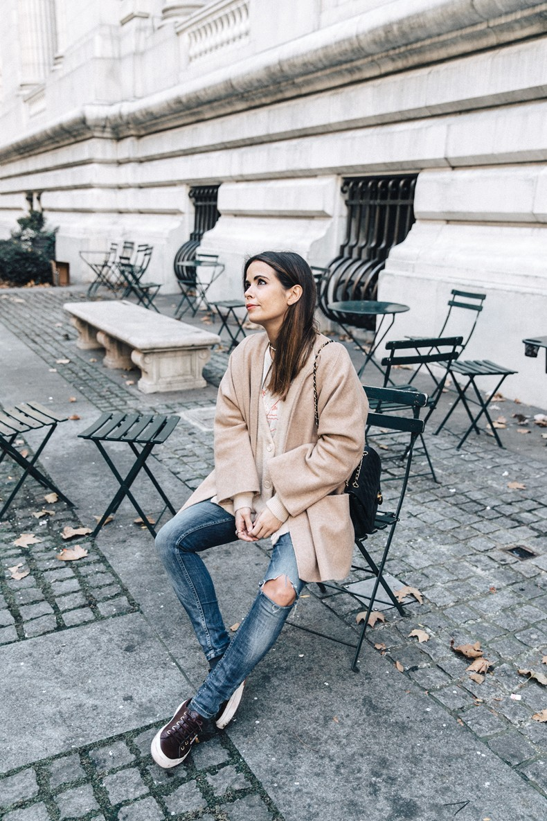 Manhattan-Beige_Cardigan_ASOS-Ripped_Jeans-Billabong_Tee-Superga_Sneakers-Outfit-StreetSTyle-Collage_Vintage-NY-44
