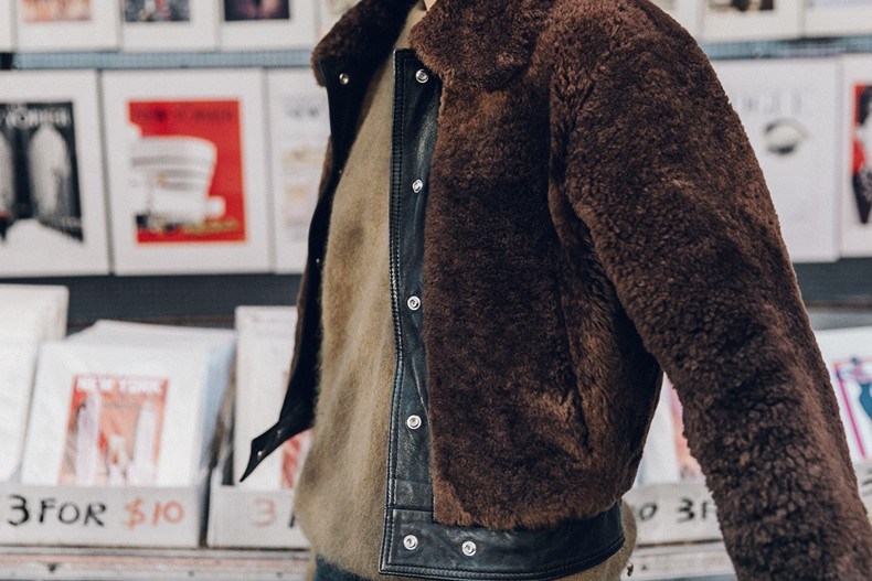Museum_Mile-Faux_Fur_Jacket-Guess_Jeans-Sneakers-Outfit-Street_Style-NY_New_York-43