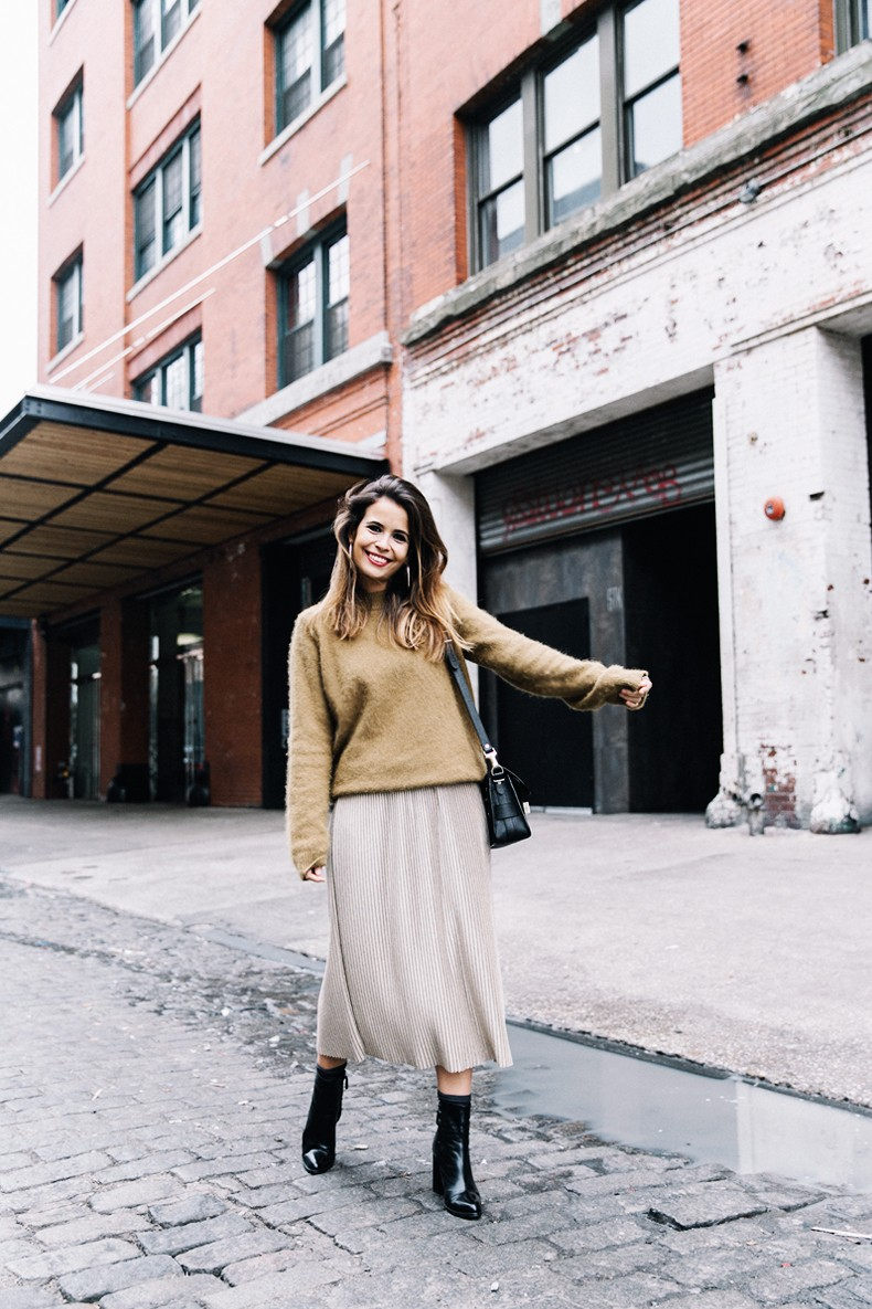 Pleated_Midi_Skirt-Khaki_sweater-Black_Booties-Proenza_Schouler_Bag-NY-New_York_City-Meatpacking-Outfit-Street_Style-Collage_Vintage-1