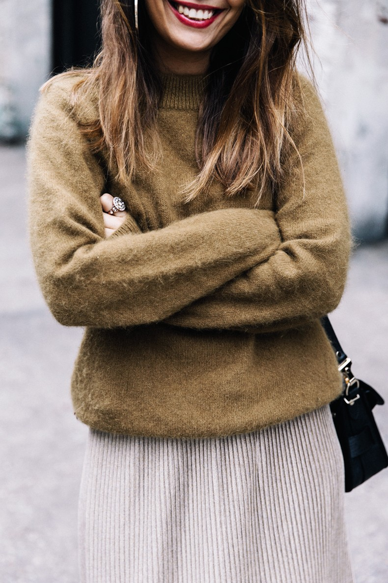Pleated_Midi_Skirt-Khaki_sweater-Black_Booties-Proenza_Schouler_Bag-NY-New_York_City-Meatpacking-Outfit-Street_Style-Collage_Vintage-11
