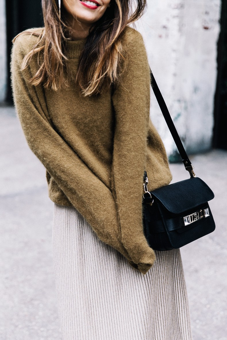 Pleated_Midi_Skirt-Khaki_sweater-Black_Booties-Proenza_Schouler_Bag-NY-New_York_City-Meatpacking-Outfit-Street_Style-Collage_Vintage-13