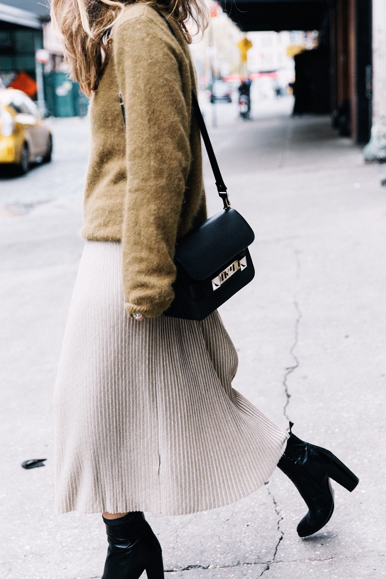 Pleated_Midi_Skirt-Khaki_sweater-Black_Booties-Proenza_Schouler_Bag-NY-New_York_City-Meatpacking-Outfit-Street_Style-Collage_Vintage-27