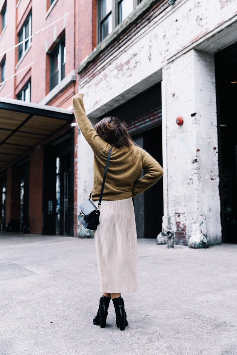 Pleated_Midi_Skirt-Khaki_sweater-Black_Booties-Proenza_Schouler_Bag-NY-New_York_City-Meatpacking-Outfit-Street_Style-Collage_Vintage-6
