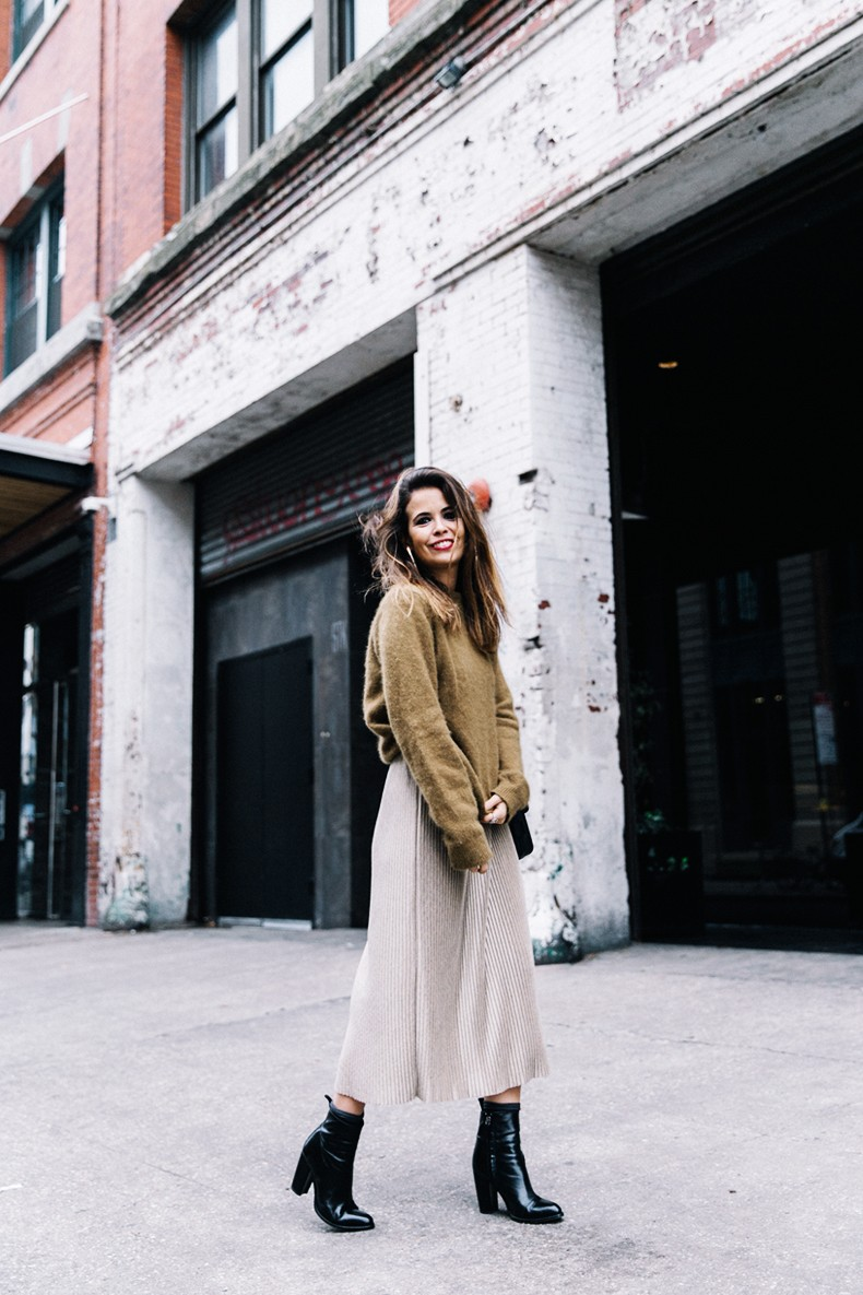 Pleated_Midi_Skirt-Khaki_sweater-Black_Booties-Proenza_Schouler_Bag-NY-New_York_City-Meatpacking-Outfit-Street_Style-Collage_Vintage-9