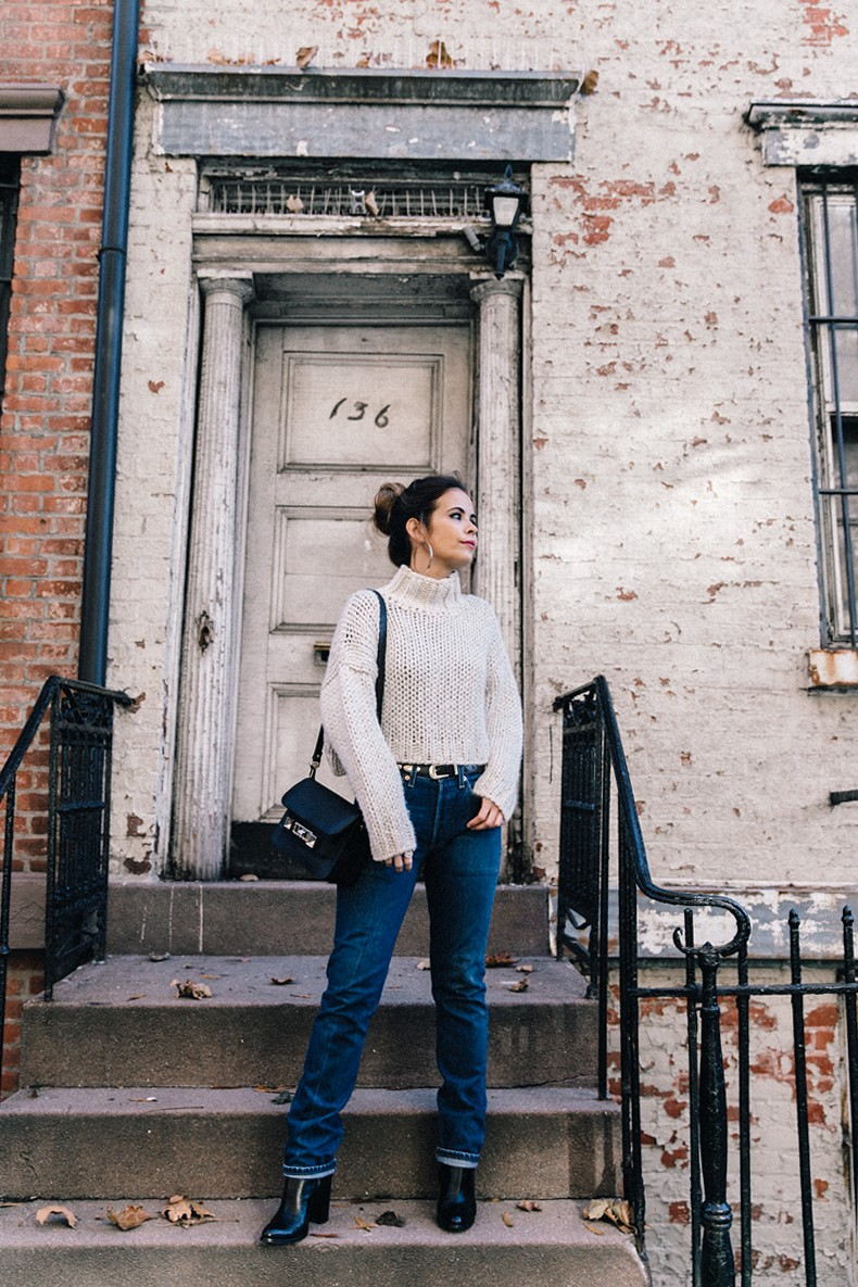 White_Knitwear-Turtleneck-Levis_Vintage-The_Reformation-Vintage_Belt-Proenza_PS11_Bag-Outfit-New_York-Collage_Vintage-Street_Style-18