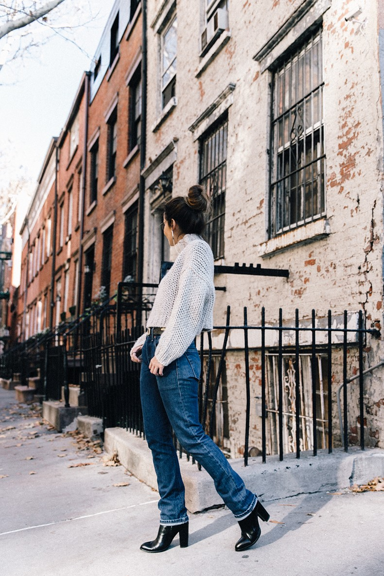 White_Knitwear-Turtleneck-Levis_Vintage-The_Reformation-Vintage_Belt-Proenza_PS11_Bag-Outfit-New_York-Collage_Vintage-Street_Style-26