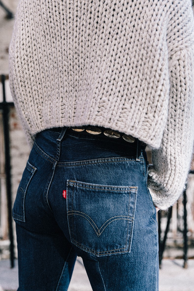 White_Knitwear-Turtleneck-Levis_Vintage-The_Reformation-Vintage_Belt-Proenza_PS11_Bag-Outfit-New_York-Collage_Vintage-Street_Style-30