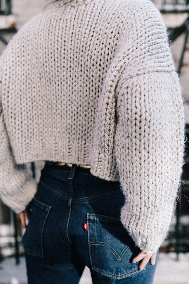 White_Knitwear-Turtleneck-Levis_Vintage-The_Reformation-Vintage_Belt-Proenza_PS11_Bag-Outfit-New_York-Collage_Vintage-Street_Style-32