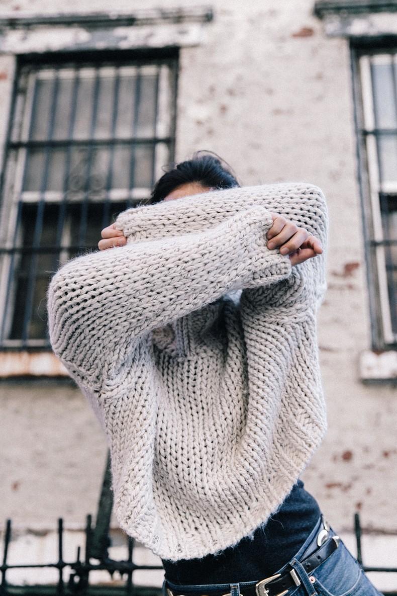 White_Knitwear-Turtleneck-Levis_Vintage-The_Reformation-Vintage_Belt-Proenza_PS11_Bag-Outfit-New_York-Collage_Vintage-Street_Style-354