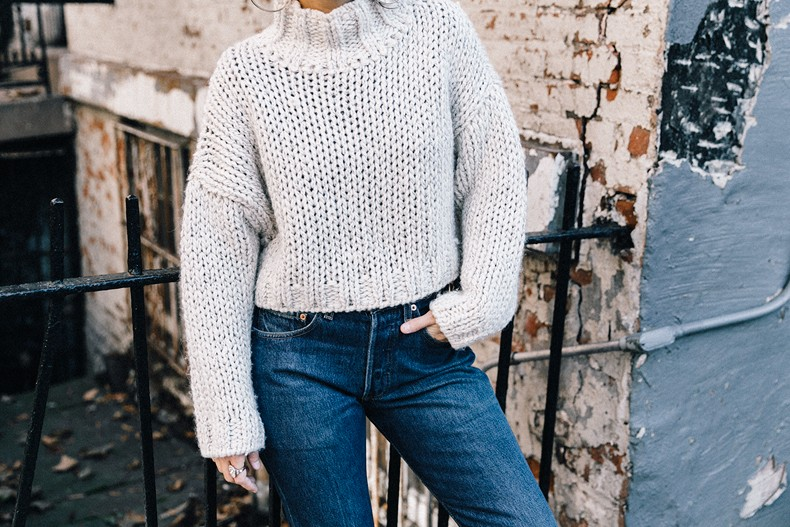 White_Knitwear-Turtleneck-Levis_Vintage-The_Reformation-Vintage_Belt-Proenza_PS11_Bag-Outfit-New_York-Collage_Vintage-Street_Style-44