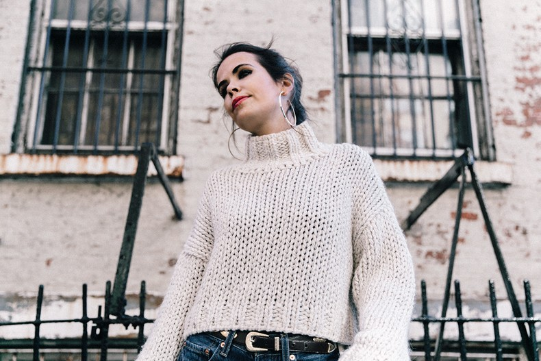 White_Knitwear-Turtleneck-Levis_Vintage-The_Reformation-Vintage_Belt-Proenza_PS11_Bag-Outfit-New_York-Collage_Vintage-Street_Style-48